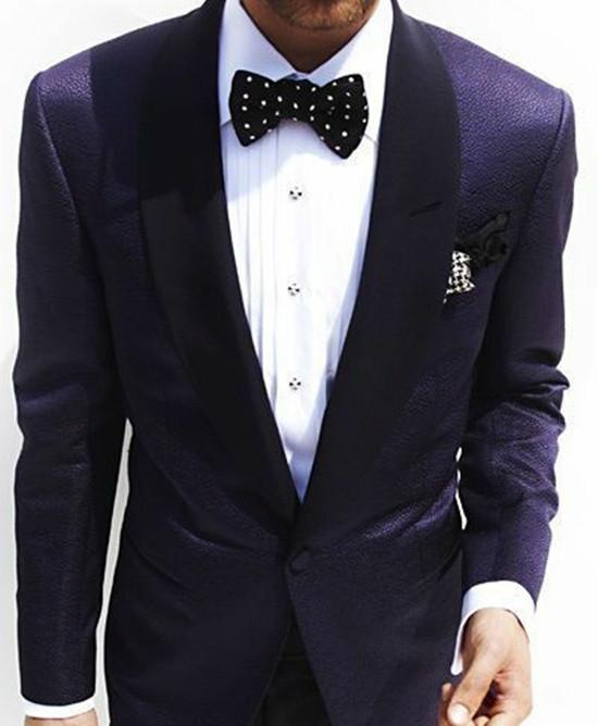 到了19世纪末期,蝴蝶领结的末端变得越来越长,渐渐演变成领带,领结则逐渐变得不再时兴,成了老派的象征。但到了当今社会,蝴蝶领结正在重新被人们认识,并且大量使用。一些人穿戴领结出席较轻松的晚宴、鸡尾酒会或晚上的活动。而实际上,蝴蝶领结至今都被认为是最隆重且是唯一的男士领口装饰。