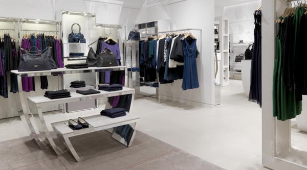 学习(视觉陈列)设计大赛          对于鞋以及服饰的空间多以陈列架为