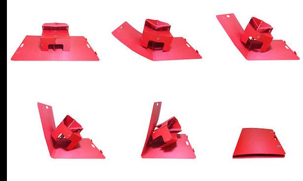 普通推拉门的结构是通过滑道来控制门的开关,而奥地利艺术家 Klemens Torggler 另辟蹊径,设计了一个带有折叠、枢轴系统的「折叠推拉门」,不用滑道就可以让门折叠起来滑到一边。展开时两扇门拼成一个长方形,用手轻拉中间的合页,两扇门就会折叠、旋转,最后又重新变成一个长方形。   7长得像信封一样的折叠椅 Flux   设计:Douwe Jacobs   入选理由:方便实用,旅行&外出野餐必备品