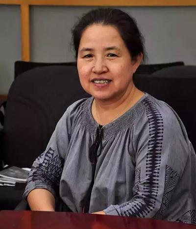 """""""清华大学美术学院教授李薇在表扬今年作品水平的同时,也鼓励专业院校"""