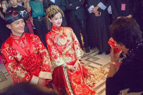还有前不久火爆整个娱乐圈的黄晓明和女神baby大婚上的中式嫁衣图片