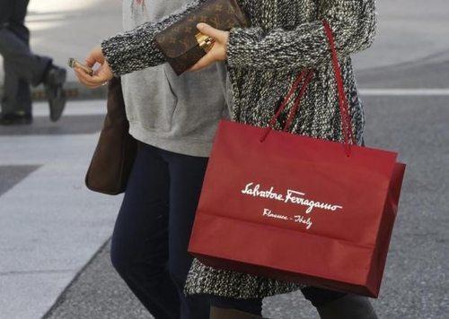 意大利菲拉格慕2015年营业额增长7.4%(102亿元人民币)