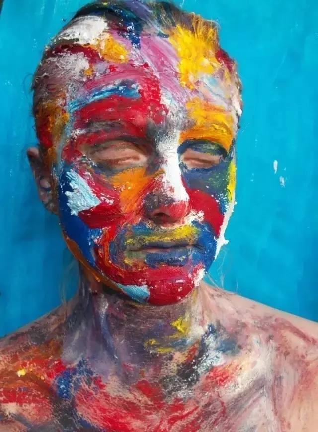 手绘人脸外轮廓线稿图