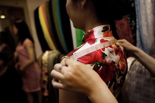旗袍的制作过程与造其他衣服的过程是大同小异