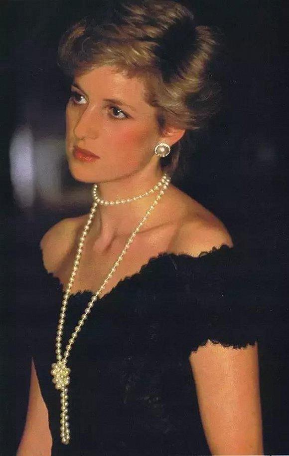 戴安娜王妃-王室的珍珠