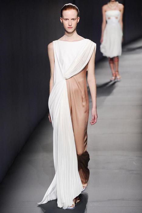 法国巴黎薄纱时装表演