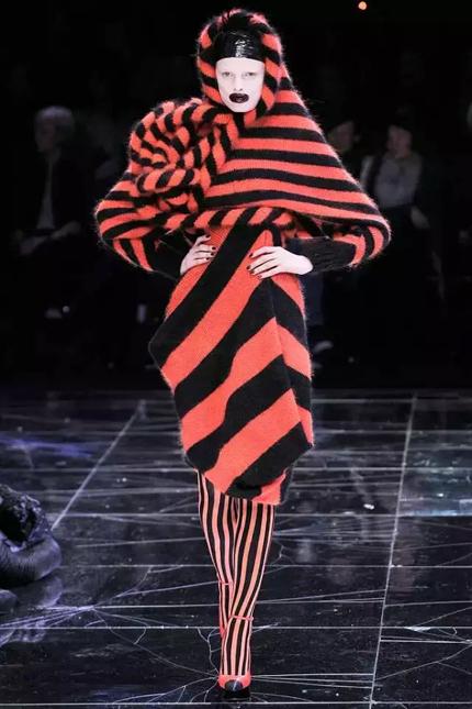 《从灵感到设计—时装与创意》:服装艺术就像一首包罗