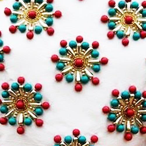 钉珠材质通常为塑珠,玻璃珠,金属珠,水晶珠.