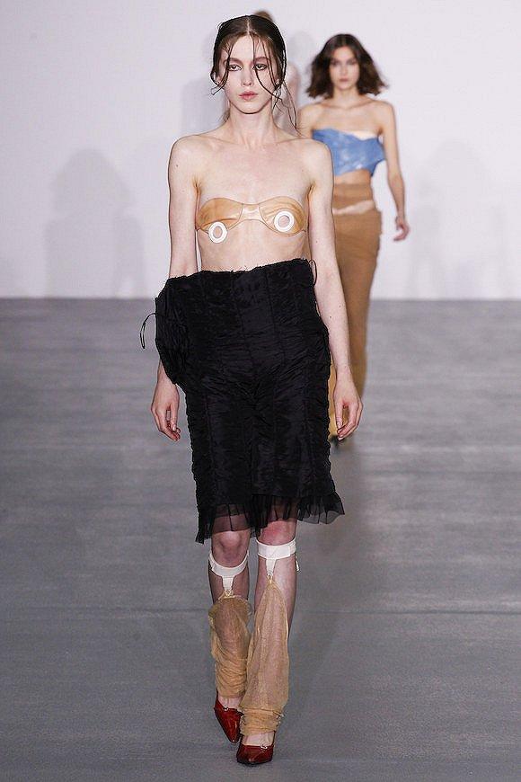 伦敦时装周:中央圣马丁毕业秀-服装时装周-服装设计网