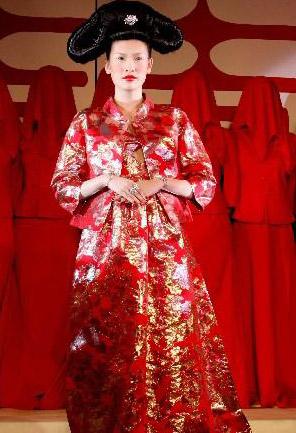 个性 谭燕玉/由设计师谭燕玉设计制作的铂金婚纱