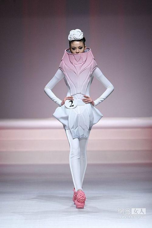 001zz除了lady gaga没人敢穿的概念服装