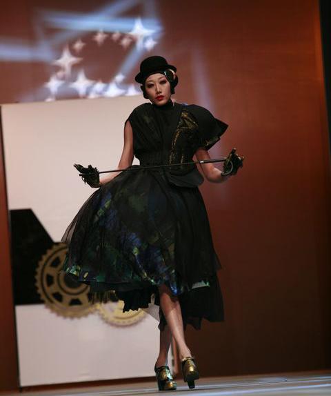 五强决赛作品t台秀惊艳登场-2010创意星空服装设计大赛图片