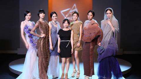 唯美绽放 亚军赵頔-2011创意星空服装设计大赛图片