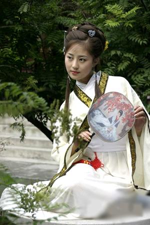 戴戒指的讲究_中国传统服饰与越南服饰对比-服装-CFW时尚