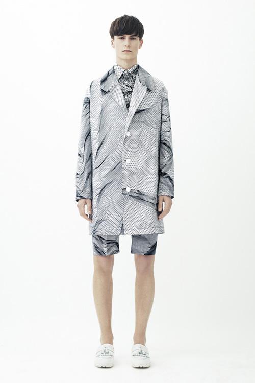 整个男装周中最具科技感的印花图案了,充满现代感的线条和虚拟人像等
