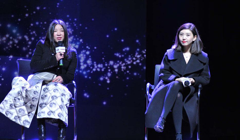 """独立时装设计师李鸿雁(左)和刘清扬在《外滩画报》""""锋行者""""论坛上"""